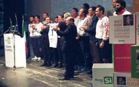 SASSARI, Cestisti della Dinamo sul palco con Renzi. Polemica dei tifosi contro il presidente Sardara