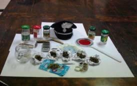 SAN GAVINO, Sotto l'effetto della droga aggredisce padre e distrugge casa: arrestato 21enne