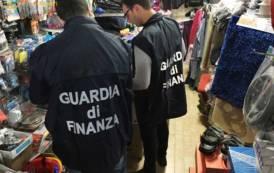 CAGLIARI, Sequestrati in due negozi circa 140.000 articoli non sicuri