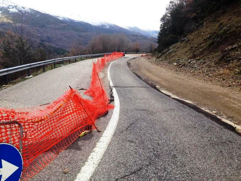 """DESULO, Strada provinciale chiusa ai mezzi pesanti. Sindaco Littarru: """"Situazione allarmante. Regione e Provincia non ci lascino soli"""""""