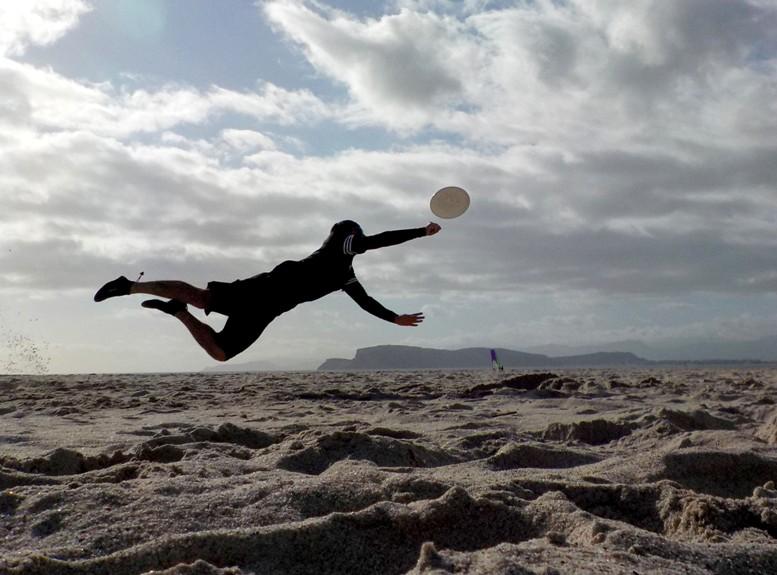 QUARTU S.E., Al Poetto, da venerdì 17, torneo internazionale di beach ultimate frisbee