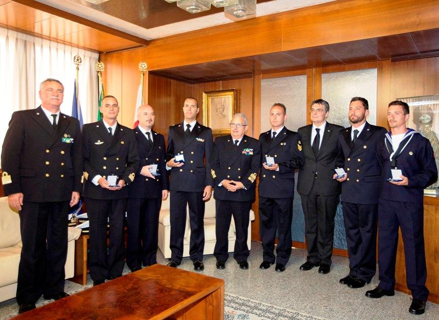 REGIONE, Medaglia di riconoscimento al nucleo subacqueo della Guardia costiera di Cagliari che operò a Lampedusa