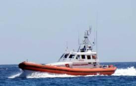 LA MADDALENA, Barca affondata: trovato uno dei due uomini su una zattera di salvataggio