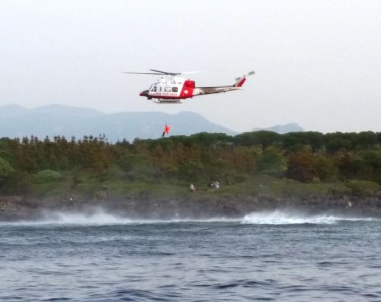 OROSEI, Dopo dieci ore di ricerca, la Guardia costiera ha soccorso un subacqueo disperso