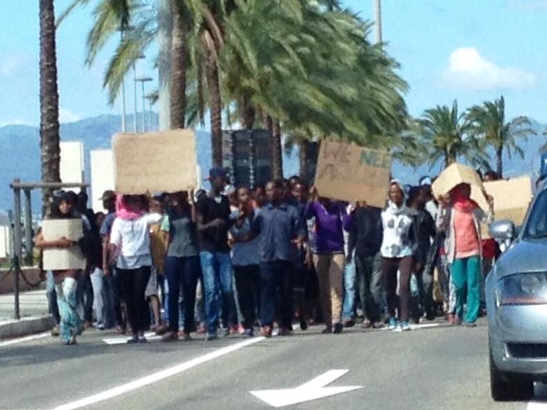 CAGLIARI, Protesta degli immigrati mostra fallimento del sistema dell'accoglienza e problemi di sicurezza. Denuncia del Sap e della politica