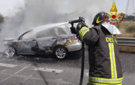 MONASTIR, Auto in fiamme nella statale 131 (VIDEO)