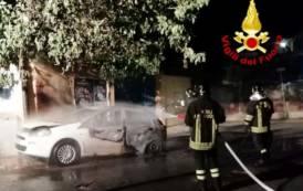 ASSEMINI, Auto in fiamme in via Sicilia (VIDEO)