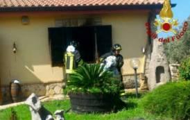 QUARTU SANT'ELENA, Incendio in una villetta invia delle Azalee