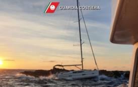 LA MADDALENA, Barca a vela si incaglia tra gli scogli dell'Isola delle Bisce: soccorsi 2 greci (VIDEO)