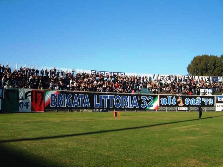 CALCIO, Il Cagliari espugna Latina (3-1) ed allunga in vetta: +3 dal Crotone