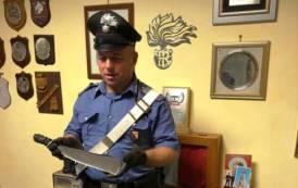 CAPOTERRA, Minaccia con una roncola la vicina di casa: arrestato pregiudicato agli arresti domiciliari