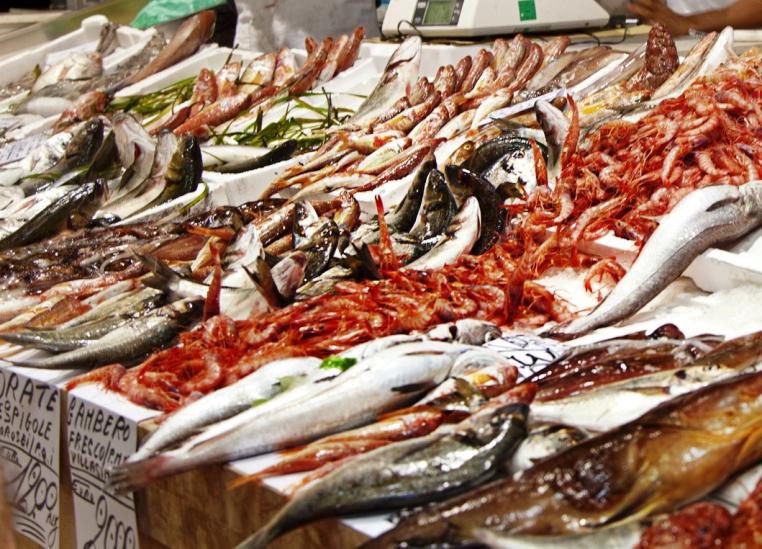 """CAGLIARI, Fratelli d'Italia ai cittadini: """"Sabato svuotiamo i banchi del pesce al Mercato di San Benedetto. Aiutiamo gli operatori"""""""