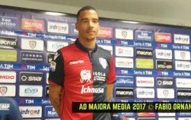 """CALCIO, Ecco il nuovo difensore del Cagliari Miangue: """"Qui per dimostrare il mio valore"""". Poliglotta, ama la famiglia e Drake"""