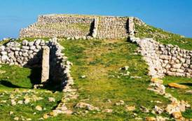 La Sardegna preserva i siti archeologici… nascondendoli (Enrico Toselli)
