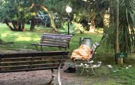 CAGLIARI, Parco Vannelli è diventato bagno personale e dimora per extracomunitari. Chiesto intervento del Comune