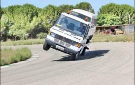"""SESTU, Stuntman per passione, Michele Pilia guida un camion su due ruote: """"Zero alcol e droghe, solo cosi si diventa campioni"""""""