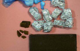 MONSERRATO, Aveva in casa una rivendita di hascisc e cocaina: arrestata 27enne