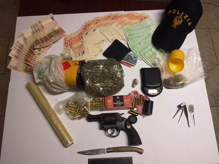 GONNESA, Arrestato pregiudicato 60enne: trovato in possesso di armi e droga