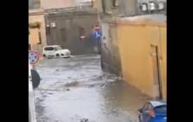 ISTANTANEA, Con la Pioggia via Balilla a Pirri si trasforma nella consueta piscina (VIDEO)