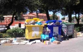 CAGLIARI, Quartiere che vai, cumuli di rifiuti che trovi: i Cagliaritani documentano la situazione critica