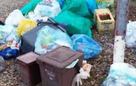 """COSTA REI, Un lettore denuncia: """"La vergogna del territorio invaso dai rifiuti"""""""