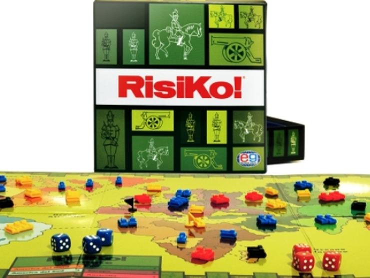 Nell'Aula di via Porcu, a Quartu, è in corso una partita di Risiko (Michele Pisano)