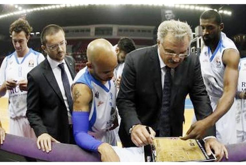 PALLACANESTRO, Dinamo a due volti, ma con il Dyson-show è 2-2 con Reggio Emilia