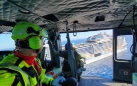 CAGLIARI, Elicottero dell'Aeronautica militare recupera passeggera in pericolo di vita (VIDEO)