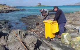 STINTINO, Ripuliti da plastica e rifiuti gli scogli del litorale