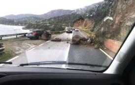 ISTANTANEA, Frana nella strada tra Villasimius e Capo Boi