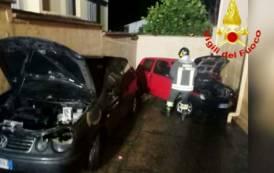 SINNAI, Fuoco a due auto parcheggiate nel cortile di un'abitazione