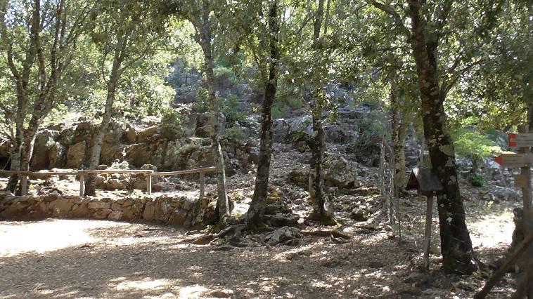 Il villaggio nuragico di Is Tostoinus a Gairo Taquisara con capanne, zona funeraria e fonte (Pierluigi Montalbano)