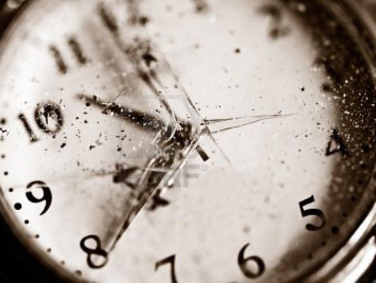 ARSENICO, Gli 'antagonisti' con l'orologio della storia rotto